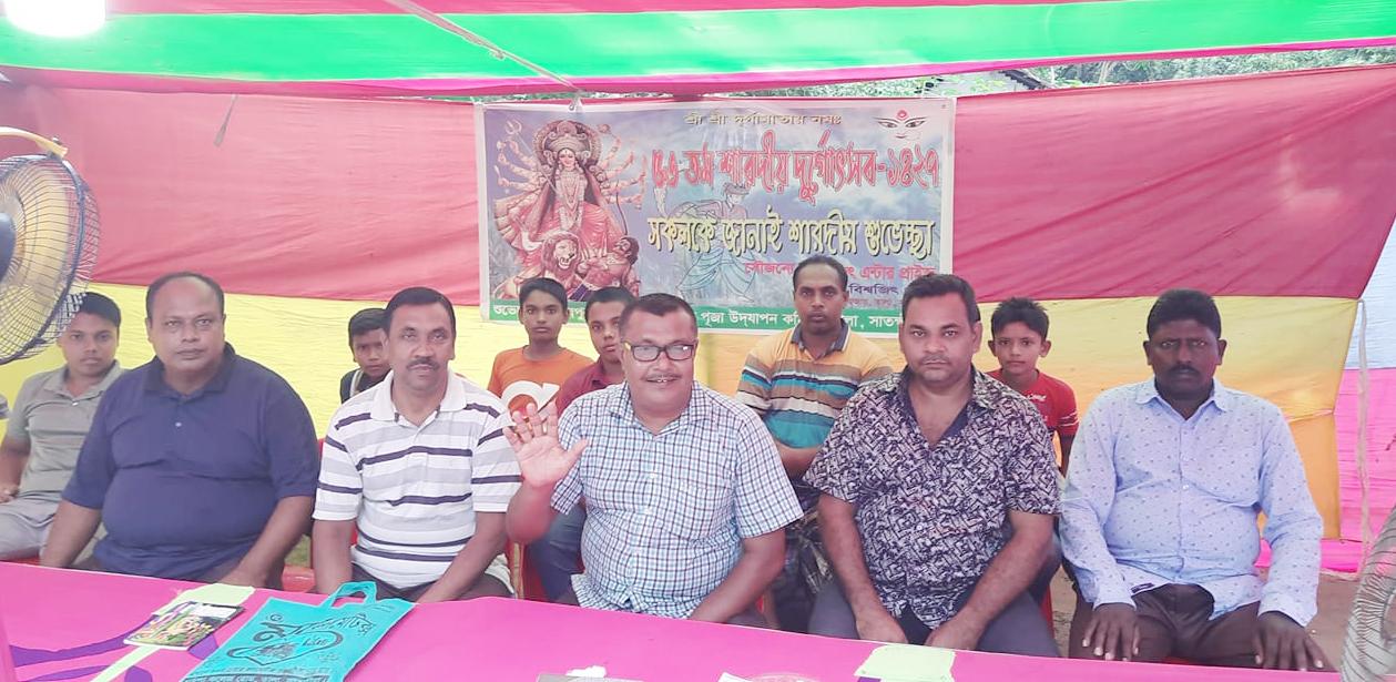 তালা উপজেলা জাতীয় পার্টির  পূজা মন্ডপ পরিদর্শন
