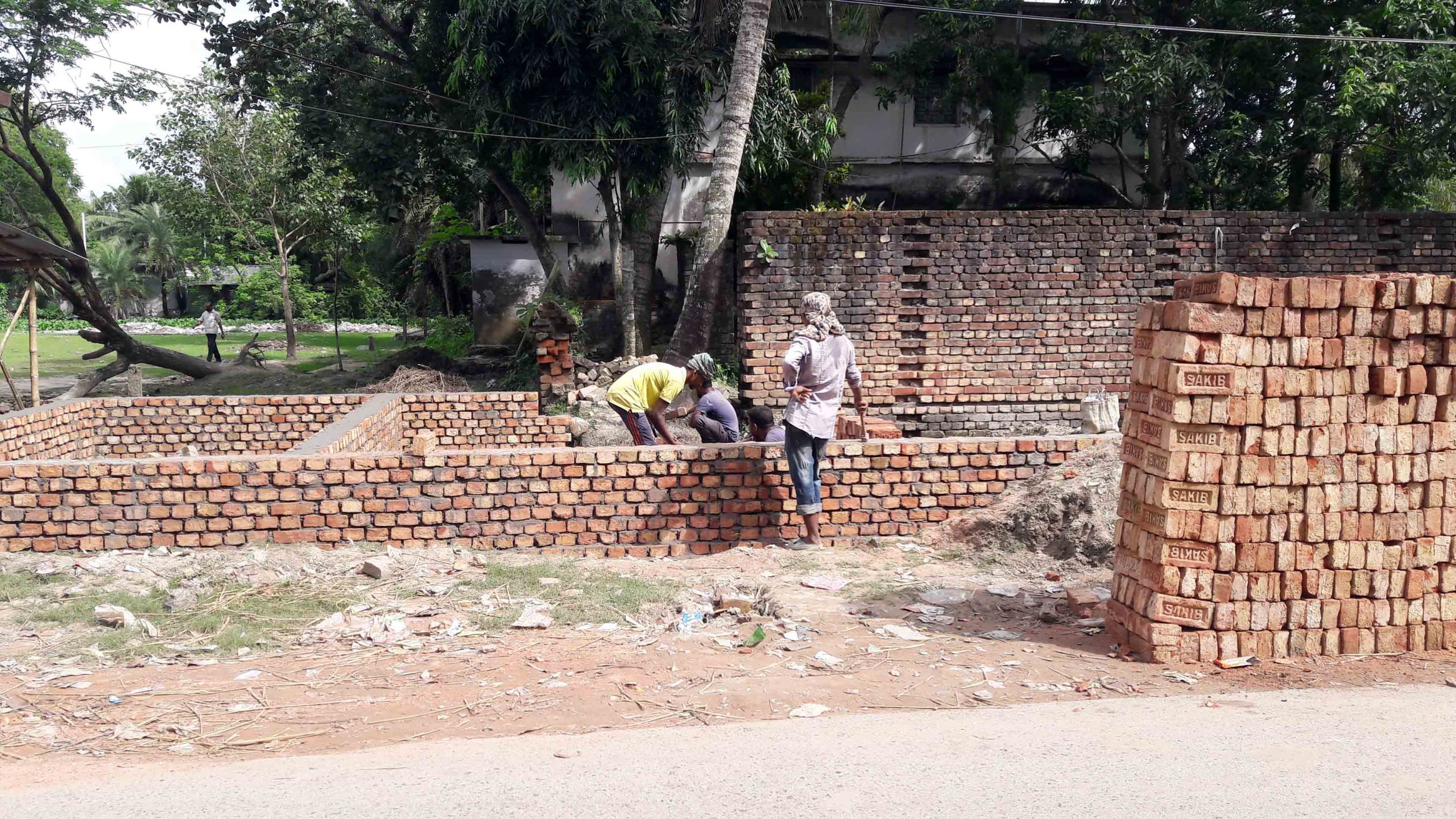 শ্যামনগরে অবৈধভাবে দোকানঘর নির্মাণের অভিযোগ
